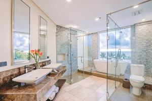 A bathroom at Boracay Ocean Club Beach Resort