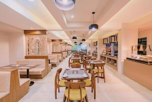 A restaurant or other place to eat at Boracay Ocean Club Beach Resort