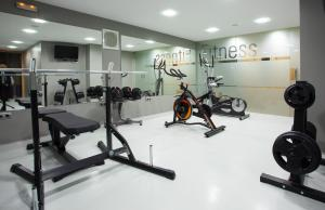The fitness center and/or fitness facilities at Vincci Albayzin