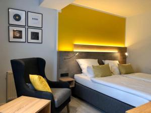 Ein Bett oder Betten in einem Zimmer der Unterkunft Hotel Sonderfeld