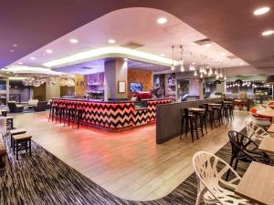 Un restaurante o sitio para comer en ibis London City - Shoreditch