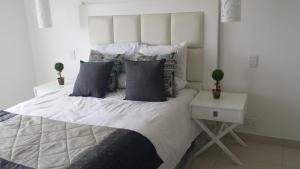 A bed or beds in a room at 34 on Milkwood