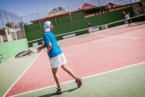 Tenis lub squash w obiekcie Oasis Papagayo Sport Resort lub w pobliżu