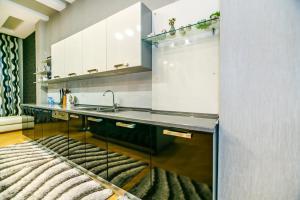 A cozinha ou cozinha compacta de Orjinal Apartment On Pakdad