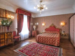 A bed or beds in a room at Locanda Vivaldi