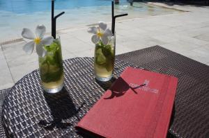 Drinks at Manava Beach Resort & Spa Moorea
