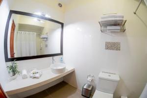 A bathroom at El Dorado Classic Hotel
