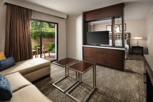 A seating area at DoubleTree by Hilton Claremont
