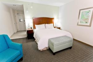 A bed or beds in a room at Hampton Inn & Suites - Orange Beach