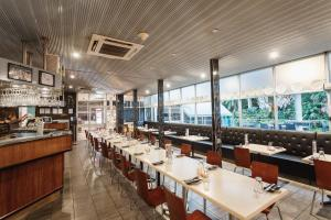 A restaurant or other place to eat at Kununurra Country Club Resort