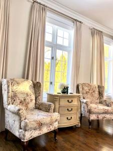 A seating area at Greenview Manor, Luxury Bed & Breakfast