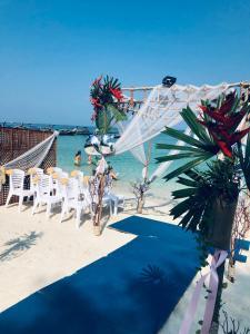 Ein Blick auf den Pool von der Unterkunft Anda Resort Koh Lipe oder aus der Nähe