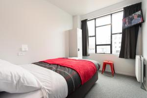 A bed or beds in a room at Urbanz