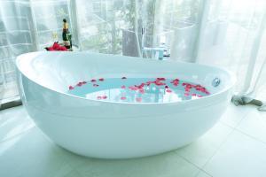A bathroom at Dukley Hotel & Resort
