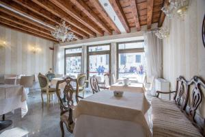 A restaurant or other place to eat at Hotel Palazzo Vitturi