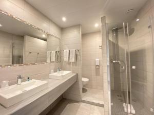 A bathroom at Hôtel Helvétique