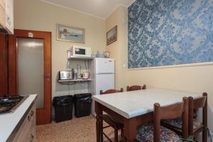 A cozinha ou cozinha compacta de Il Giramondo