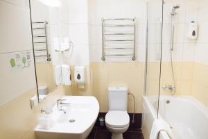 A bathroom at Reikartz Sumy