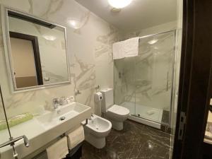 A bathroom at Hotel Virgilio