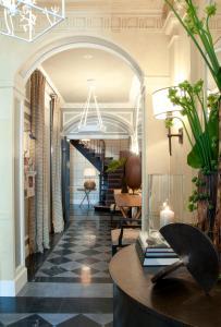 The lobby or reception area at Hôtel Recamier