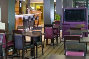 A restaurant or other place to eat at Holiday Inn Express - Glasgow - City Ctr Riverside, an IHG Hotel