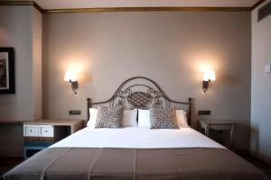 A bed or beds in a room at Hotel Diana