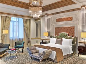 A bed or beds in a room at The St. Regis Moscow Nikolskaya