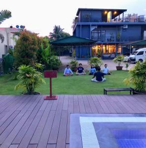 Der Swimmingpool an oder in der Nähe von Kanbawza Hinthar Hotel