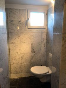 A bathroom at Zur Ludwigsbahn