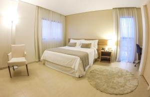 A bed or beds in a room at Nobile Suites Gran Lumni