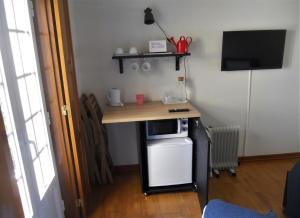 A kitchen or kitchenette at Galo Preto - Urban Agriculture - Healthy Food