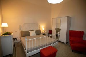 A bed or beds in a room at Sichelgaita Apartment
