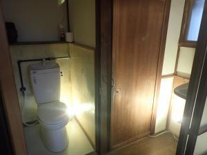 A bathroom at Kominka Guesthouse Hagi Akatsukiya