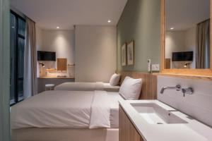 A bed or beds in a room at La Boheme, Rooms and Coffee