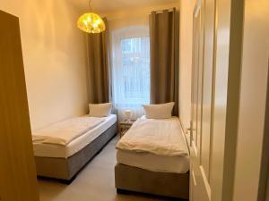 A bed or beds in a room at Deutscher Hof