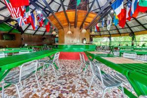 Der Swimmingpool an oder in der Nähe von Amazonia Jungle Hotel