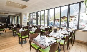 A restaurant or other place to eat at Hotel Les Lanchers