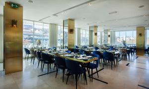 Un restaurante o sitio para comer en Altis Avenida Hotel
