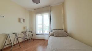 Cama o camas de una habitación en Apartamentos Virgen de Tironcillo