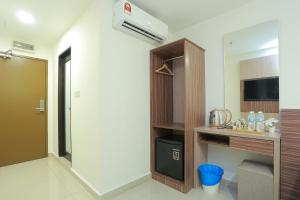 A television and/or entertainment centre at Bitz Bintang Hotel