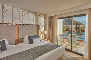 Un ou plusieurs lits dans un hébergement de l'établissement Secrets Lanzarote Resort & Spa - Adults Only (+18)