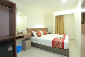 A bed or beds in a room at Bitz Bintang Hotel