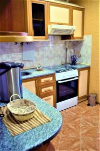 A cozinha ou cozinha compacta de Central Park Apartment