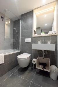 A bathroom at Hotel Kolovare
