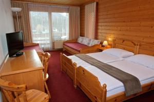 Кровать или кровати в номере Hôtel La Tour d'Aï