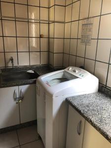 A bathroom at Lindo apartamento super completo em Meia Praia, 100 metros do mar e 10 quadras do centro