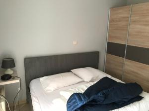 A bed or beds in a room at Appartement Koksijde