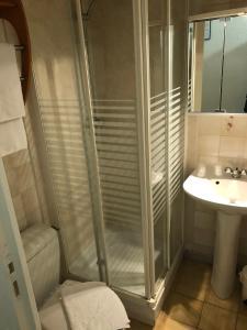 A bathroom at Escal Hôtel
