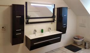 A bathroom at Gästehaus Best End