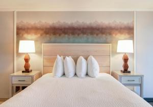 A bed or beds in a room at Hallmark Resort in Cannon Beach